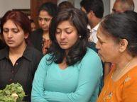 காயத்ரிகாக மன்னிப்பு கேட்ட அவரின் தாய்-வீடியோ