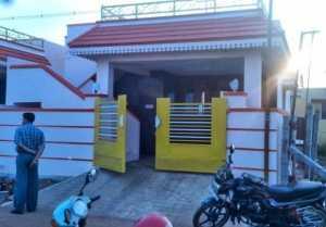 ஜூலி வீட்டு முன்னாடி  இப்படியா செய்வீங்க-வீடியோ