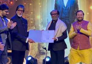 கோவாவில் நடைபெறும் 50வது சர்வதேச திரைப்பட விழாவில் ரஜினிக்கு ஐகான் ஆஃப் கோல்டன் ஜூப்ளி விருது வழங்கப்பட்டதை அவரது ரசிகர்கள் கொண்டாடி வருகின்றனர்.