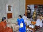 Rajini Invite Cm Karunanidhi Soundarya Marriage