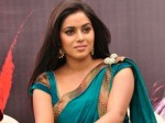 After Siva Actress Poorna Cries On Stage