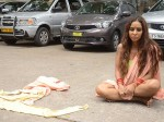 Actress Undressed Her Clothes On Road