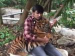 Actor Sathish Kisses Tiger