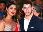 Priyanka Nick Give Gold Coins Guests