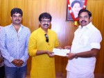 Gaja Relief Fund Actor Vivekh Gives Rs 5 Lakh Cm