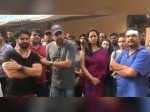 Mahie Gill Director Attacked By Drunkmen Shocking Video