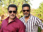 Salman Khan Enjoys Dabangg 3 Shooting Spot