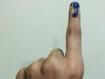 தேர்தல்: அனிருத் கையில் மை பாட்டிலையே கொட்டிட்டாங்களோ?