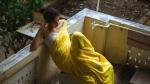 இனிமேலும் இப்படி இருந்தா சரியா வராது.. ஆடைக்குறைப்பில் இறங்கிய பிரபல நடிகை.. ஷாக்கில் ரசிகர்கள்!