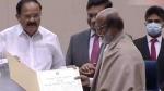 தாதாசாகேப் பால்கே விருது பெற்றார் சூப்பர்ஸ்டார் ரஜினிகாந்த்!