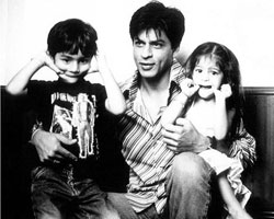Shahrukh khan with his son Aryan and daughter Suhana