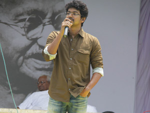 Actor Vijay to fast with Anna Hazare