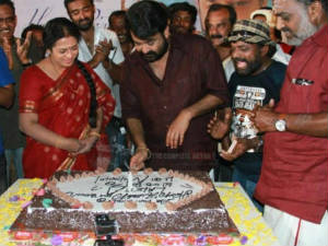 Mohan Lal celebrates his birthday in Jilla shooting