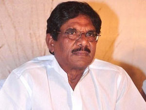FB workers stage protest against Bharathiraja