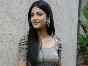 Shruti Hassan refutes calling Gauthami as mom