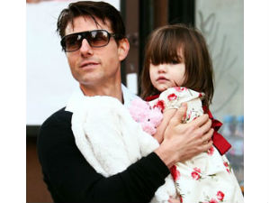 Tom Cruise spends USD 50,000 a week for daughter Suri's safety