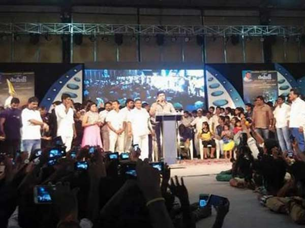 Vijay refused to talk about Kaththi in success meet