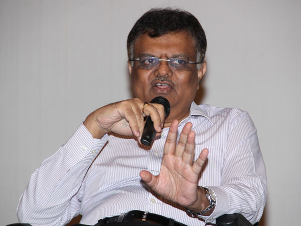 We will pay Kochadaiiyaan loan on our own, says Murali Manohar