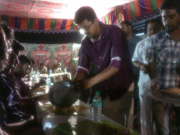 Vijay's Biriyani treat for Puli team