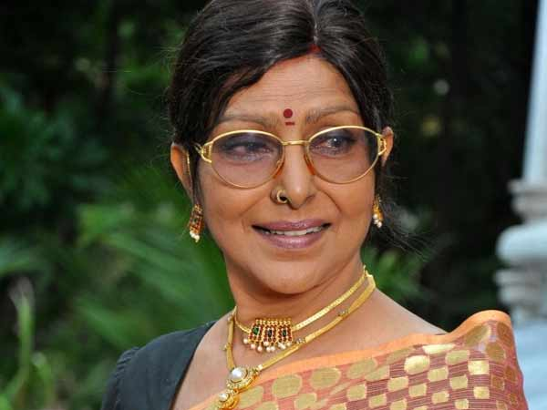 Actress Saradha narrowly escaped from car accident