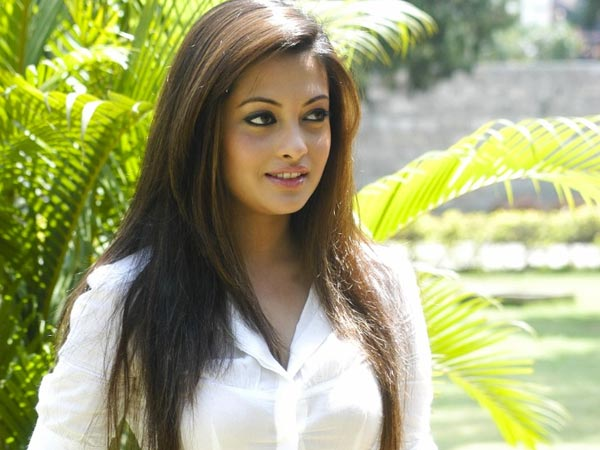 Massive fire in Riya Sen's flat