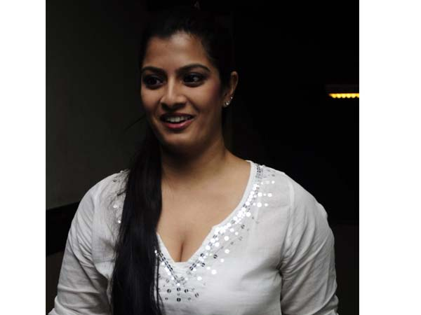 Varalakshmi blasted Journalist writes against her
