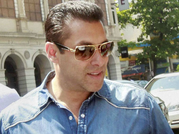 Spotted: Salman with a MYSTERY GIRL inside his car