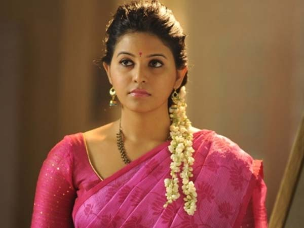Media's false stories irk Anjali