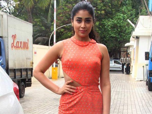 Shriya trying for another round in Tamil