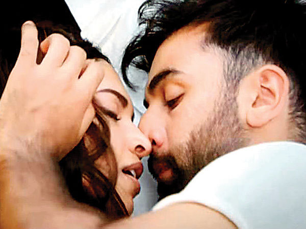 Deepika Padukone and Ranbir Kapoor Make Intense Love In Tamasha