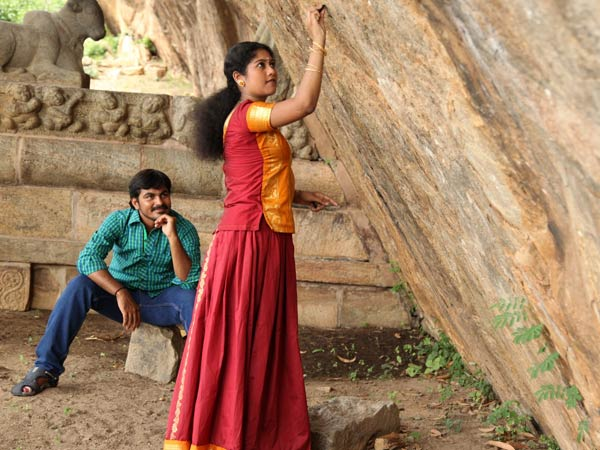 Aaranyan, movie on forest love life