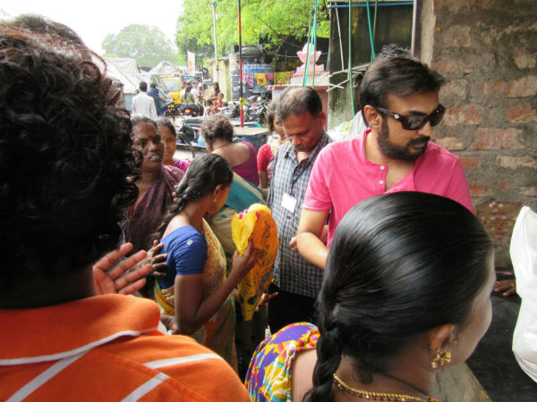 Actor Mohan distributes food to Mylapore residents