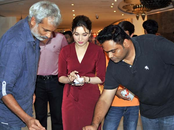 Tamannaah celebrates birthday at Thozha set