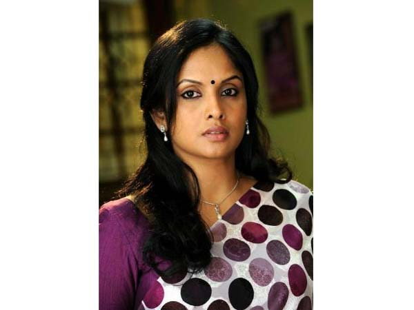 Actress jothirmayi escapes from an accident