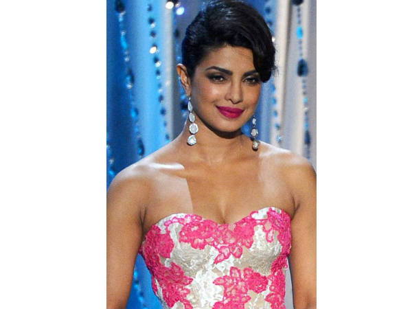 Priyanka Chopra to Present Oscar Awards