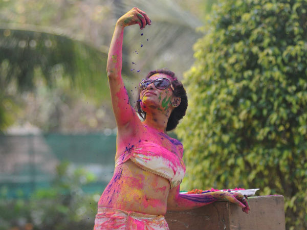 Bollywood actress Kesariee's sizzling, sensuous Dry Holi
