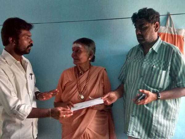 Vishal helps veteran playback singer Sarala