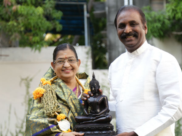 Vairamuthu's gift to Guinness record holder P Suseela