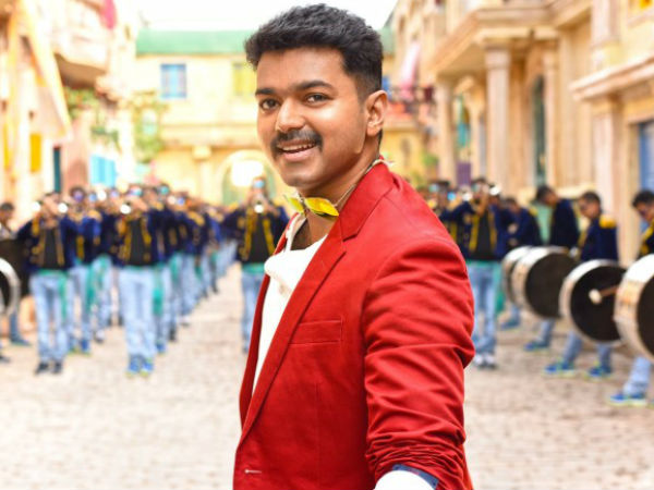 Vijay's Lungi Dance in Theri