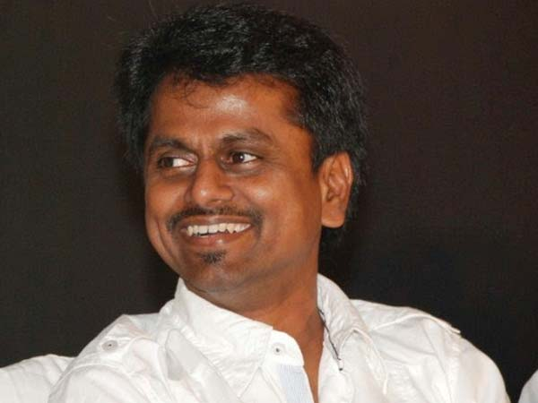 Future thief give money for vote says A.R.Murugadoss