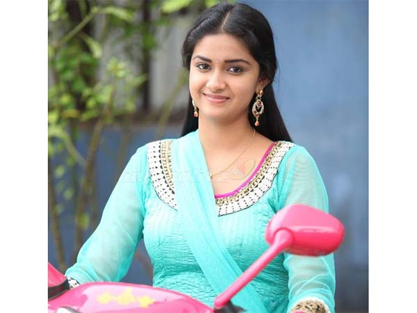 Keerthi now concentrate more on Telugu