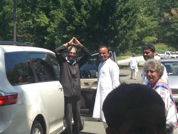 Rajinikanth visits Lotus Ashram at Virginia on Sunday