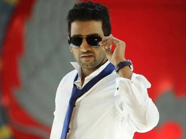 Santhanam recovers Vijay's producer
