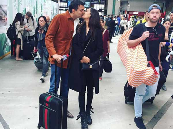 Lisa Haydon announces wedding in style