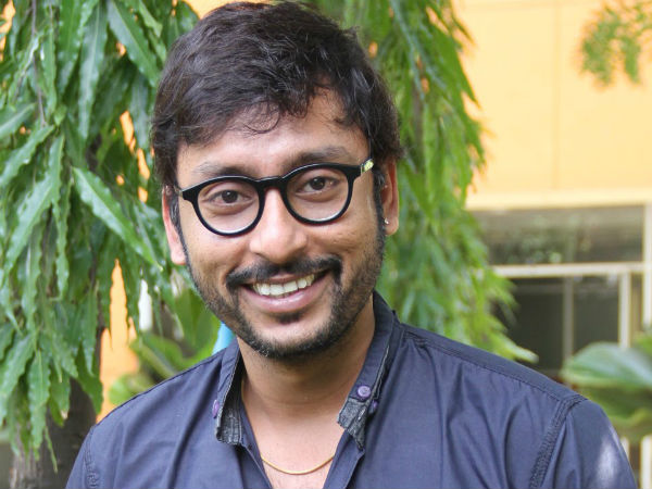 RJ Balaji towards Santhanam's place
