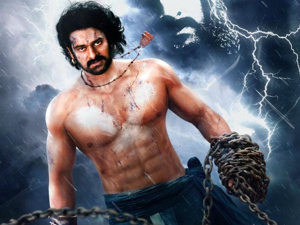 """பிரபாஸ் பர்த்டே ஸ்பெஷல்... """"பாகுபலி 2"""" பர்ஸ்ட் லுக் போஸ்டரை வெளியிட்ட ராஜமௌலி!#baahubali2"""