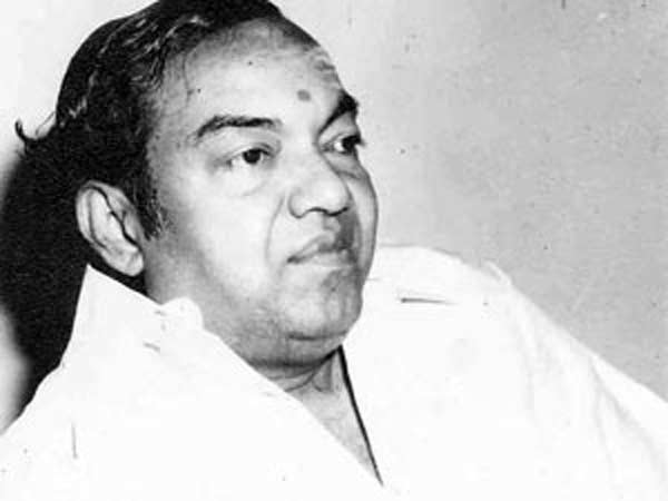 Muthaiah becomes Kannadasan in a bus