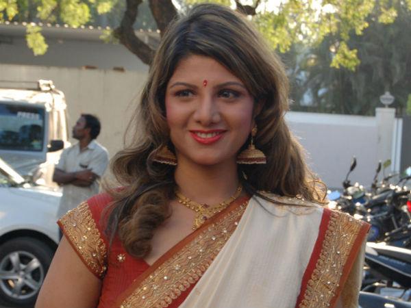 கணவரை பிரியவும் இல்லை, சேர்த்து வைக்கக் கோரவும் இல்லை: ரம்பா
