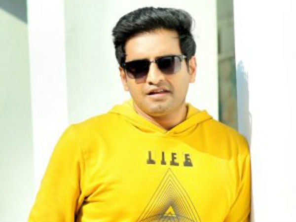 Santhanam approaches leading heroines