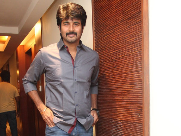 Sivakarthikeyan accepts getting token advance, but...
